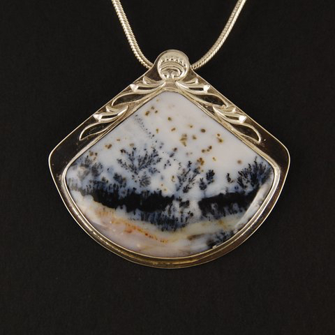 pendant with dendritic agate cab